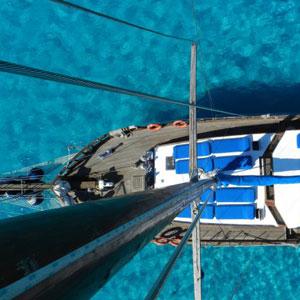 Goleta navegando por Italia